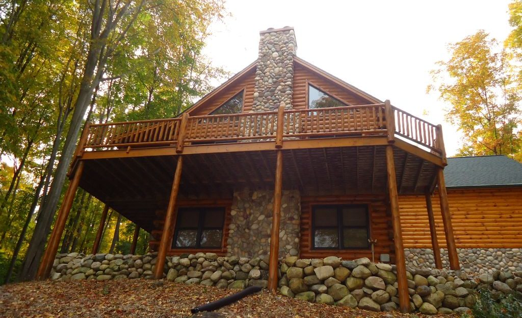 Beautiful Full Log Home in Hawks Eye (1)