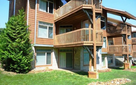 Slopeside condo in Cedar River -walk to River bistro and golf (1)