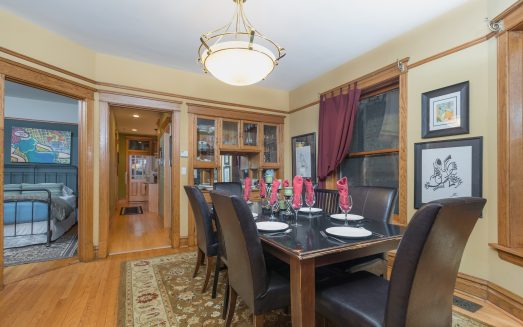 Vacation Rentals Chicago Guest House in Wrigleyville_1st Foor Wrigley Suite_Dining Room