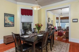 The Wrigley Flats 2nd FL | Vacation Rentals in Chicago | Walk to Wrigley Field