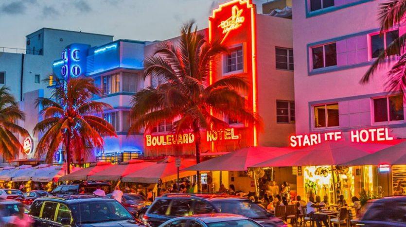 south-beach-miami-ocean-drive-neon